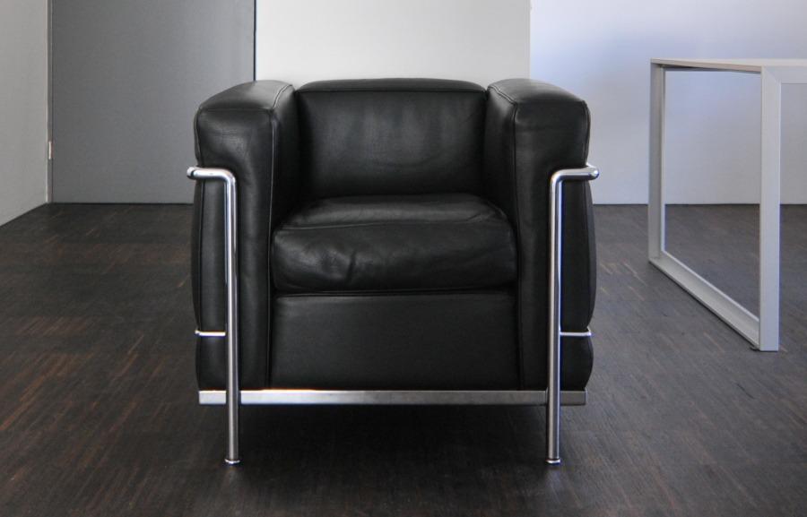 Poltrona lc2 di cassina classico contemporaneo for Le corbusier mobili